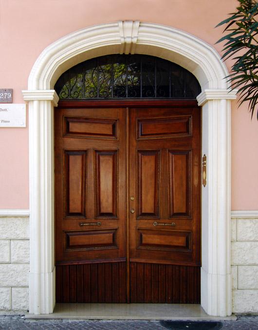 Cornici in cls per porte esterne ad arco ribassato - Decorazioni pilastri interni ...
